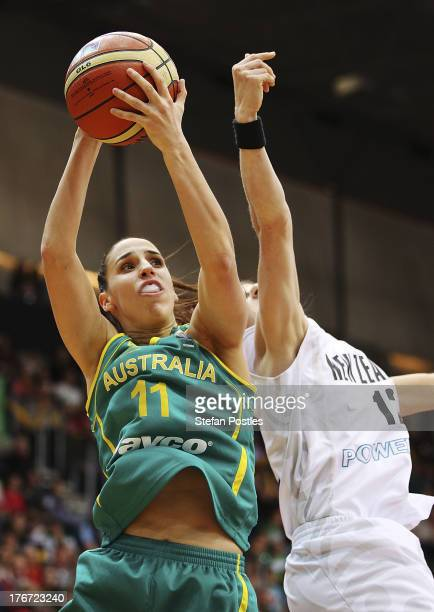 Laura Hodges of the Opals takes a shot during the Women's FIBA Oceania Championship match between the Australian Opals and the New Zealand Tall Ferns...