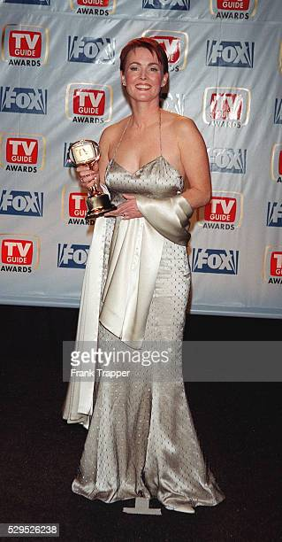 Laura Innes with her award for the series 'ER'