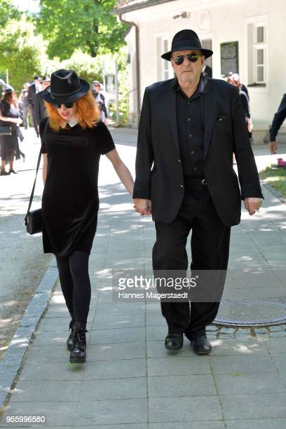 Laura Kaefer and Ralph Siegel during the memorial service for Abi Ofarim at New Israelite Cemetry on May 8 2018 in Munich Germany GermanIsraeli...