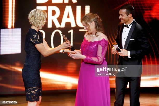 Laura Ludwig winner Anja Gehlken and Kai Pflaume during the 'Goldene Bild der Frau' award at Hamburg Cruise Center on October 21 2017 in Hamburg...