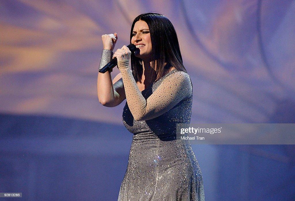 Laura Pausini performs onstage at the 10th Annual Latin Grammy Awards heldA at Mandalay Bay on November 5, 2009 in Las Vegas, Nevada.