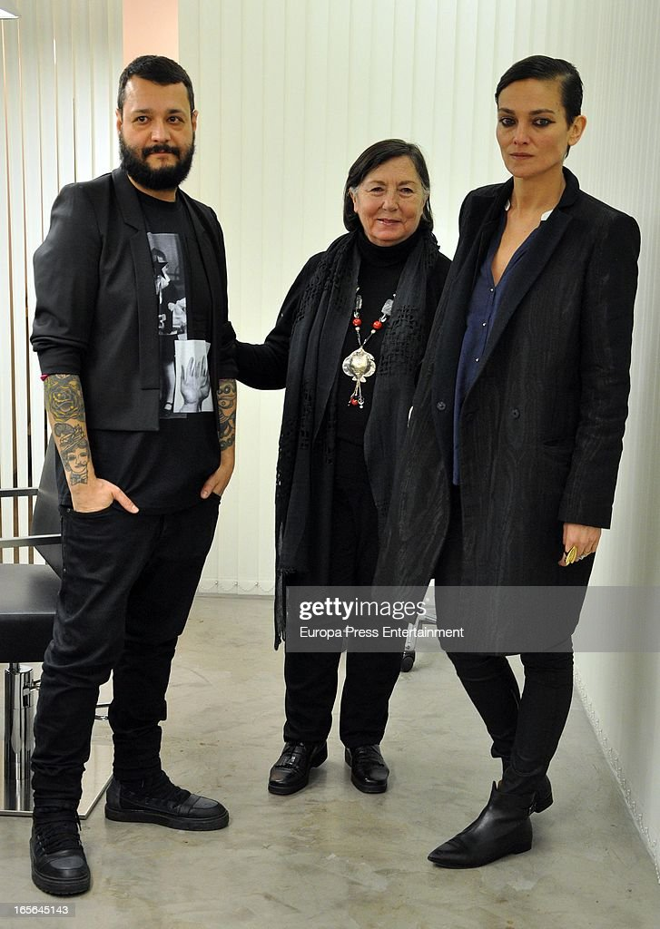 Laura Ponte (R) attends Xavi Garcia's Hairdresser (L) at Salon 44 on April 4, 2013 in Madrid, Spain.