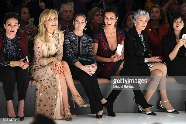 Laura Ponte Carmen Lomana Fiona Ferrer Mar Flores with her iPhone6 and Alicia attend the Naeem Khan's bridal fashion show during 'Barcelona Bridal...