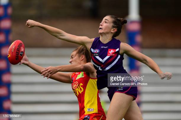 Laura Pugh of the Dockers spoils in a contest with Jamie Stanton of the Suns during the 2020 AFLW Semi Final match between the Fremantle Dockers and...