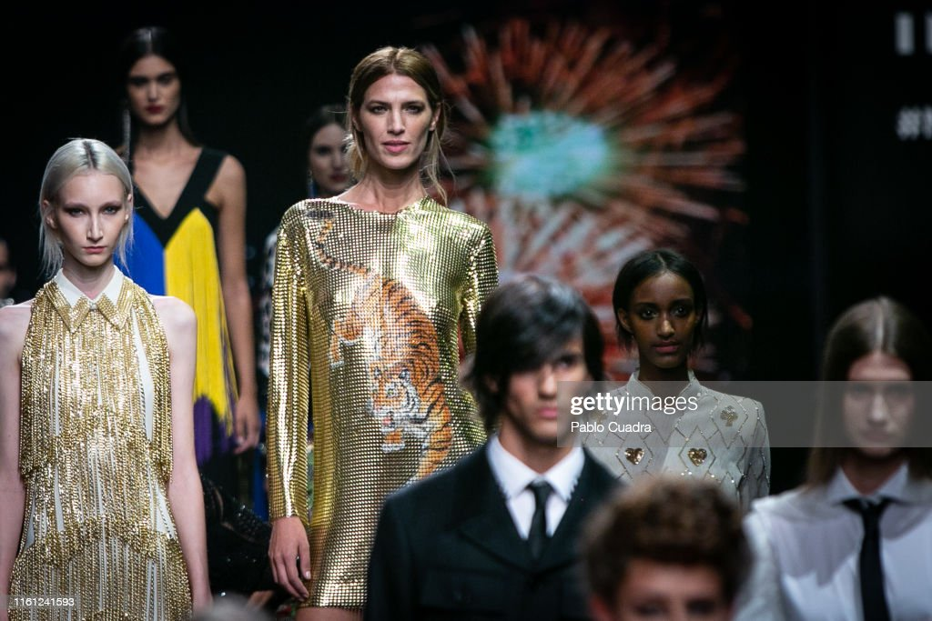 L'Oreal Paris 'Porque Tu Lo Vales' - Catwalk - Mercedes Benz Fashion Week Madrid Spring/Summer 2020 : Fotografía de noticias