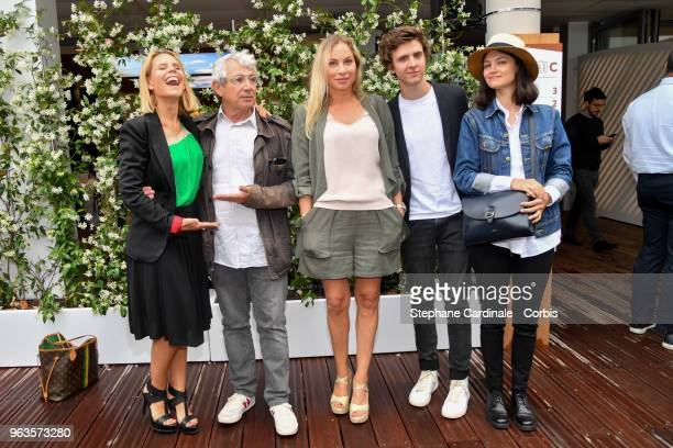 Laura Tenoudji Michel Boujenah Charlotte Bouteloup Thomas Soliveres and Lucie Boujenah attend the 2018 French Open Day three at Roland Garros on May...