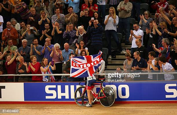Laura Trott of Great Britain celebrates with her parents after winning the Women's Omnium during Day Five of the UCI Track Cycling World...