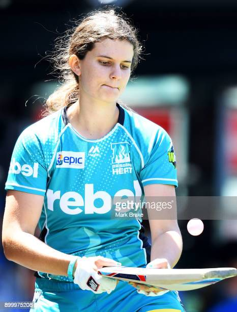 Laura Wolvaardt of the Brisbane Heat warms up with a table tennis ball before batting during the Women's Big Bash League match between the Adelaide...