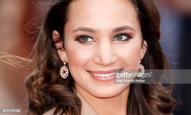 Nose Piercing Stockfotos En Beelden Getty Images