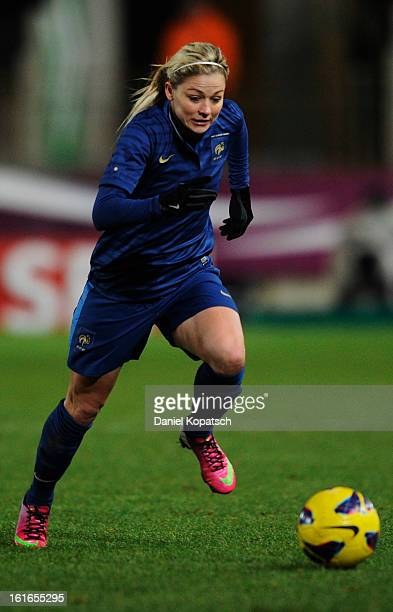 Laure Boulleau of France controles the ball during the international friendly match between France and Germany at Stade de la Meinau on February 13...