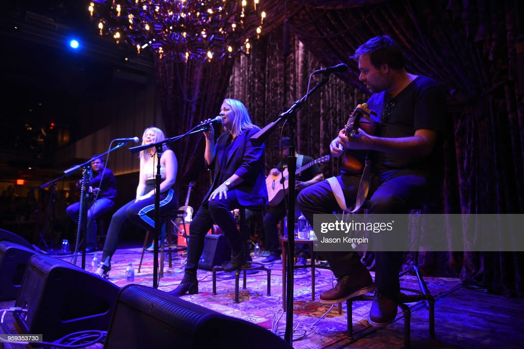 Lauren Alaina and Liz Rose perform during A Songwriters Round Benefiting City Of Hope at Analog at the Hutton Hotel on May 16, 2018 in Nashville, Tennessee.