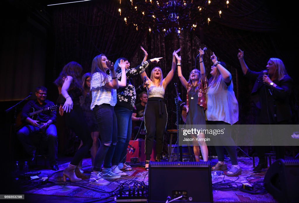 Lauren Alaina performs during A Songwriters Round Benefiting City Of Hope at Analog at the Hutton Hotel on May 16, 2018 in Nashville, Tennessee.
