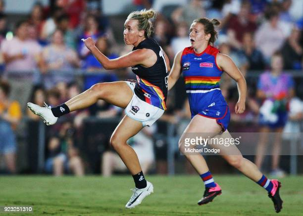 Lauren Arnell of the Blues kicks the ball for a goal during the round four AFLW match between the Western Bulldogs and the Carlton Blues at Whitten...
