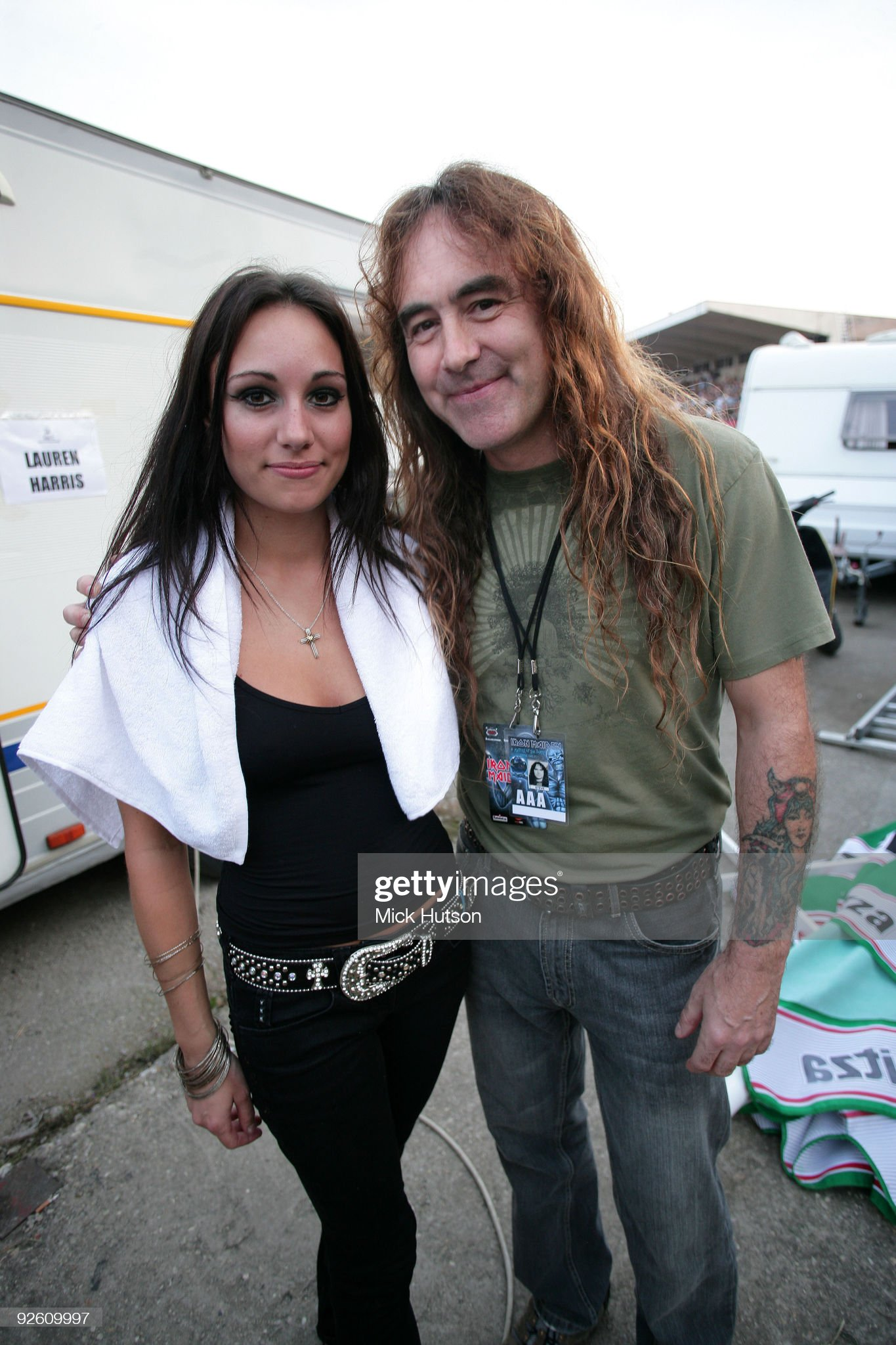 ¿Cuánto mide Lauren Harris? - Altura - Real height Lauren-harris-and-father-steve-harris-of-iron-maiden-pose-backstage-picture-id92609997?s=2048x2048