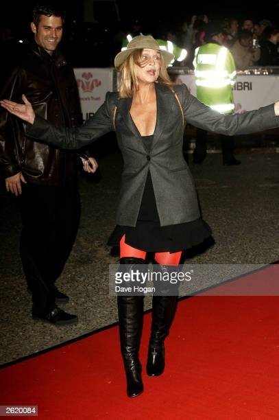 AND THEIR SISTER MAGAZINES OVERSEAS UNTIL TUESDAY OCTOBER 28 2003 AT 9AM GMT Lauren Hutton arrives at the Fashion Rocks event for The Prince's Trust...