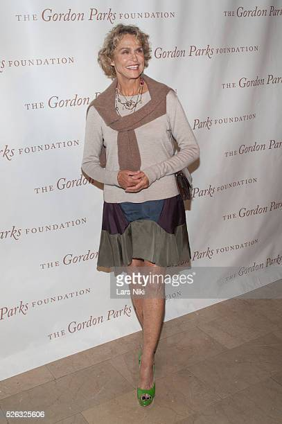 Lauren Hutton attends the Gordon Parks Foundation Awards Dinner at the Plaza Hotel in New York City �� LAN