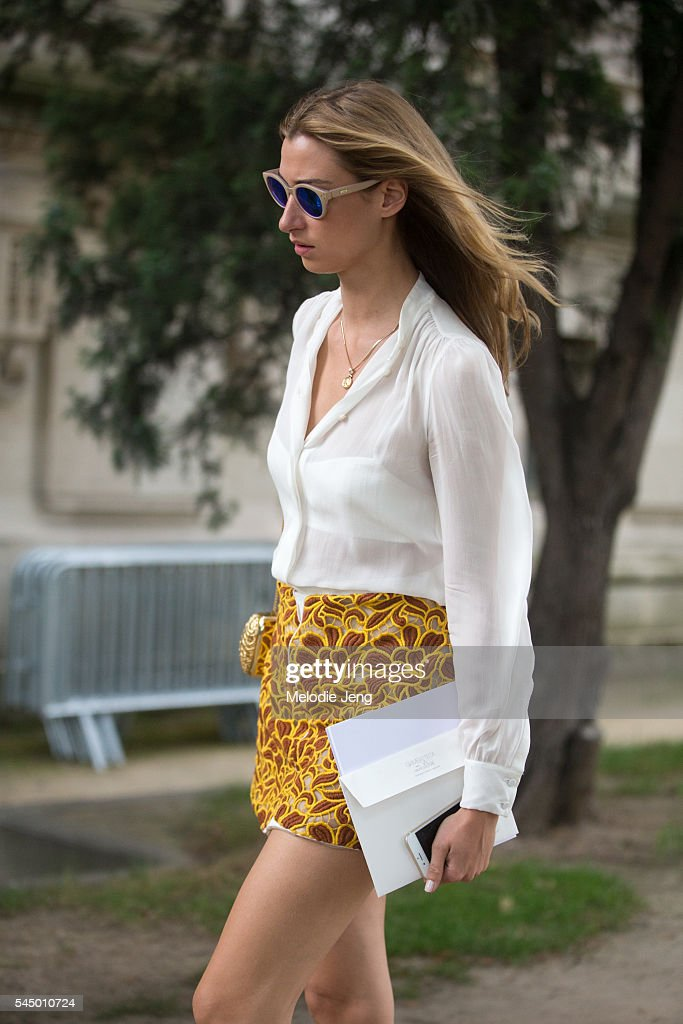 Street Style - Paris Fashion Week : Day Two - Haute Couture F/W 2016/2017 : News Photo