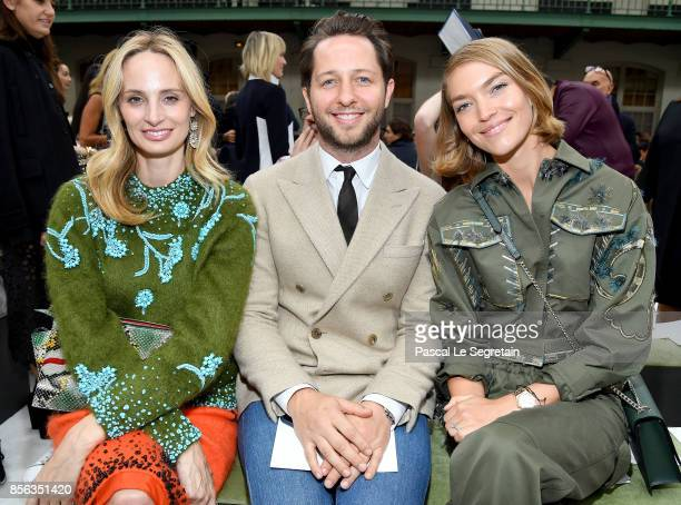 Lauren Santo Domingo Derek Blasberg and Arizona Muse attend the Valentino show as part of the Paris Fashion Week Womenswear Spring/Summer 2018 on...