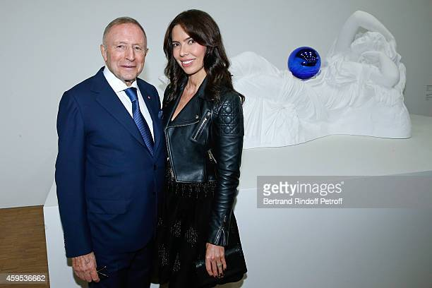 Laurence Graff and his companion Josephine Daniel pose in front of the work he lends to the museum during the 'Jeff Koons' Retrospective Exhibition...