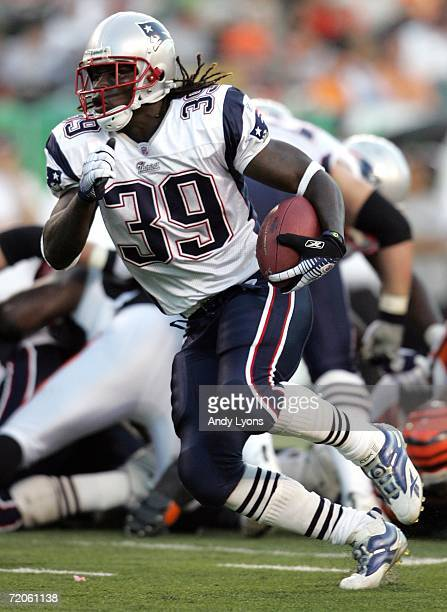 Laurence Maroney of the New England Patriots runs with the ball against the Cincinnati Bengals October 1, 2006 at Paul Brown Stadium in Cincinnati,...
