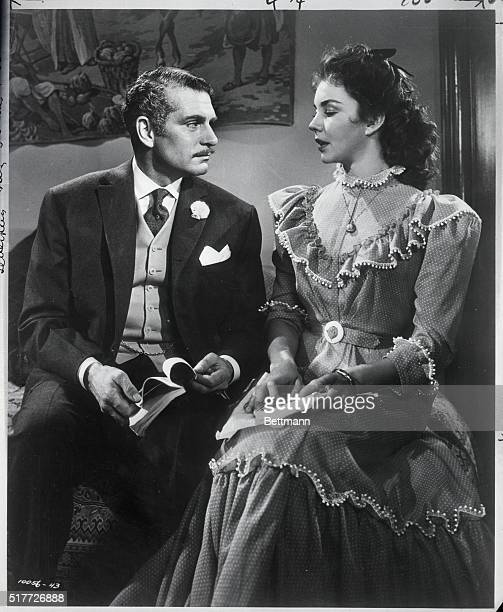 Laurence Olivier as George Hurstwood and Jennifer Jones as Carrie Meebor in Carrie Photograph 1950 Copyright 1950 by Paramount Pictures Corporation...