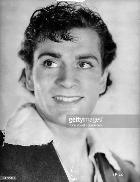 Laurence Olivier as Orlando in Paul Czinner's version of Shakespeare's play 'As You Like It' which was coscripted by J M Barrie