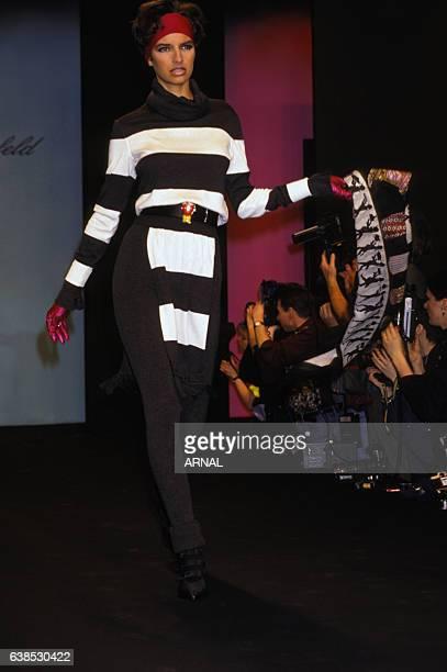 Laurence Treil lors du défilé Karl Lagerfeld Collection Prêtàporter Automne/Hiver 1991 à Paris France le 15 mars 1991