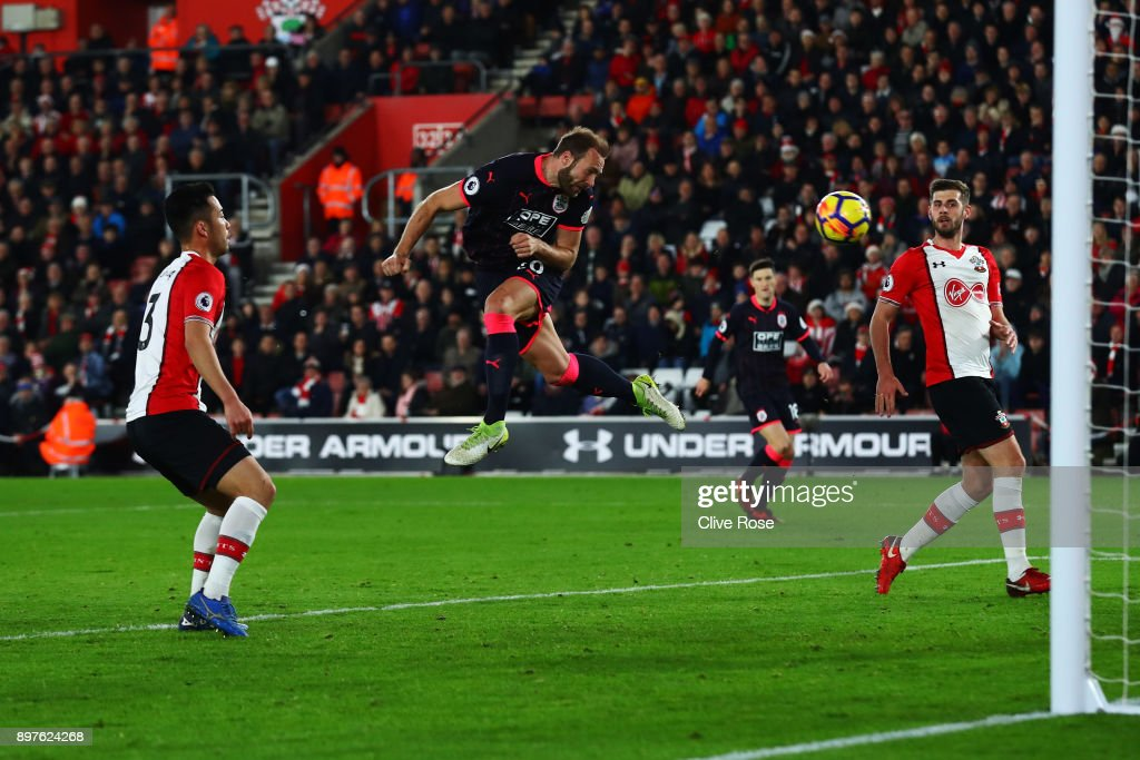 Laurent Depoitre of Huddersfield Town scores his sides first goal during the Premier League match between Southampton and Huddersfield Town at St Mary's Stadium on December 23, 2017 in Southampton, England.
