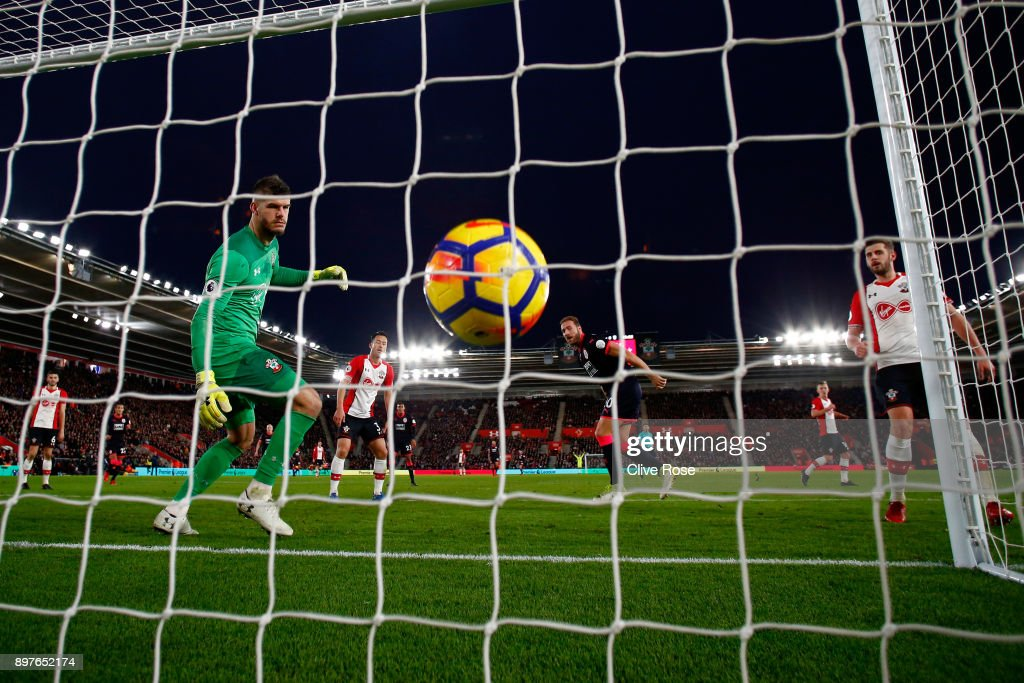 Laurent Depoitre of Huddersfield Town scores his sides first goal past Fraser Forster of Southampton during the Premier League match between Southampton and Huddersfield Town at St Mary's Stadium on December 23, 2017 in Southampton, England.