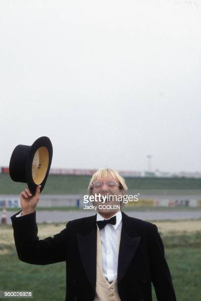 Laurent Fignon lors d'une émission de télévision le 12 octobre 1984 à Paris, France.