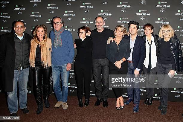 Laurent Fontaine, Valerie Douillet, Philippe Lavil, Guest, Sam Karmann, guest, Bruno Madinier, Julie Debazac and Mireille Darc attend '1 mobile, 1...
