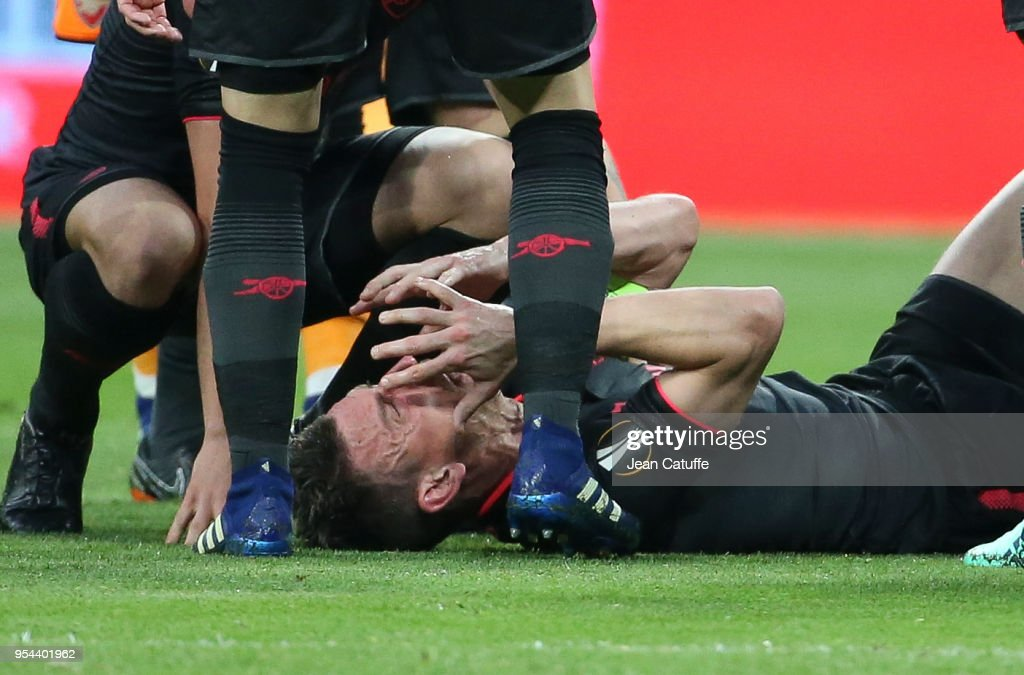 Laurent Koscielny of Arsenal is seriously injured during the UEFA Europa League Semi Final second leg match between Atletico Madrid and Arsenal FC at Estadio Wanda Metropolitano on May 3, 2018 in Madrid, Spain.