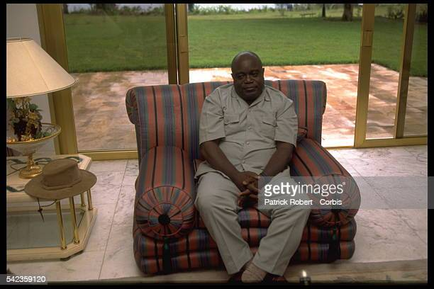 LaurentD{sir{ Kabila holds a press conference in Mobutu's house in Goma