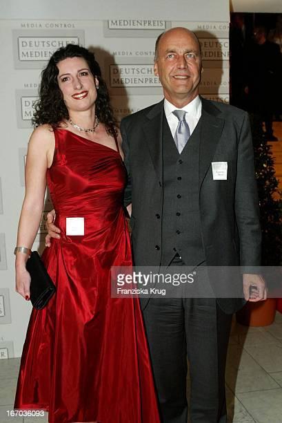 Laurenz Meyer Und Seine Freundin Sonja Müller Bei Der Ankunft Zur Verleihung Des Deutschen Medienpreis 2003 In Baden Baden Am 210104