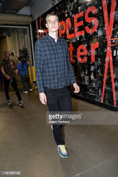 Lauri Markkanen of the Chicago Bulls arrives to the game against the LA Clippers on March 15 2019 at STAPLES Center in Los Angeles California NOTE TO...