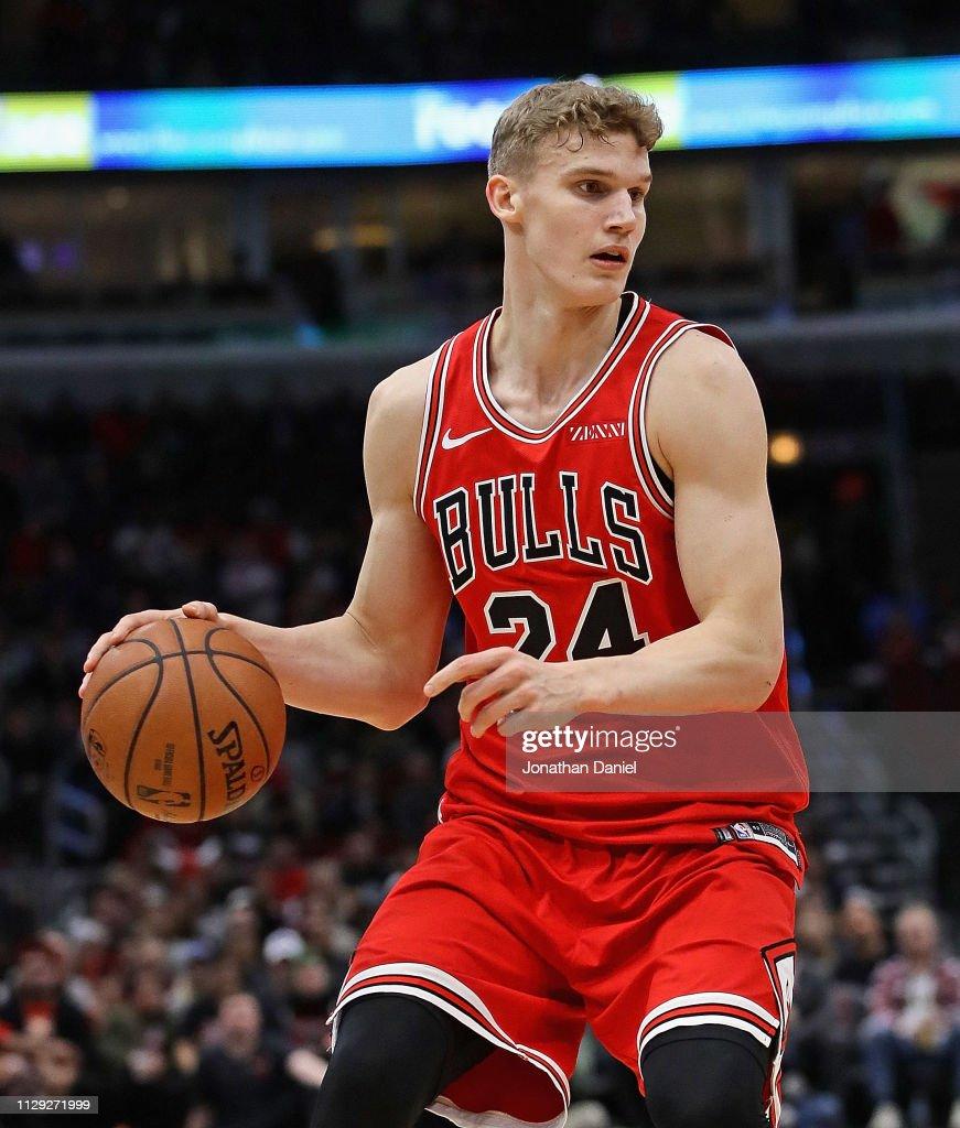 Lauri Markkanen of the Chicago Bulls controls the ball