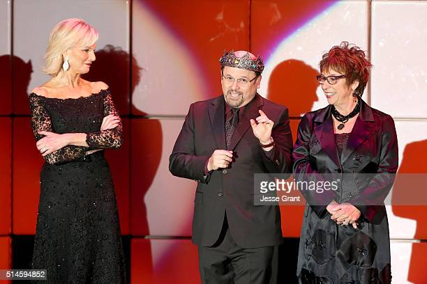 Laurie Burrows actor Jason Alexander and producer Susan Dietz speak onstage during the 24th and final A Night at Sardi's to benefit the Alzheimer's...
