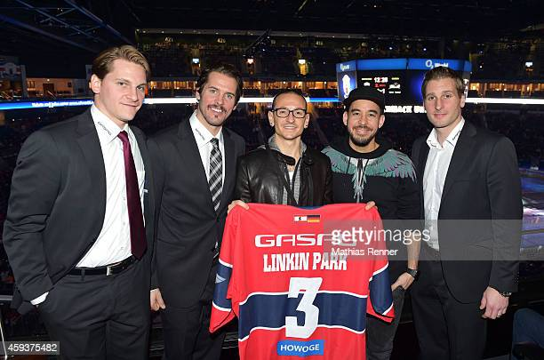 Laurin Braun Mark Bell Chester Bennington Mike Shinoda of Linkin Park and Andre Rankel of the Eisbaeren Berlin during the game between Eisbaeren...