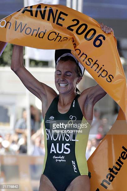 Emma Snowsill of Australia celebrates her victory after she won the Women's elite Triathlon World Championships 03 September 2006 in Lausanne AFP...