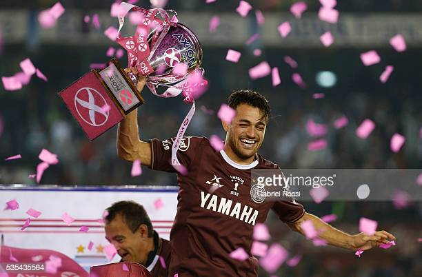 Lautaro Acosta of Lanus celebrates with the trophy after a final match between San Lorenzo and Lanus as part of Torneo Transicion 2016 at Monumental...