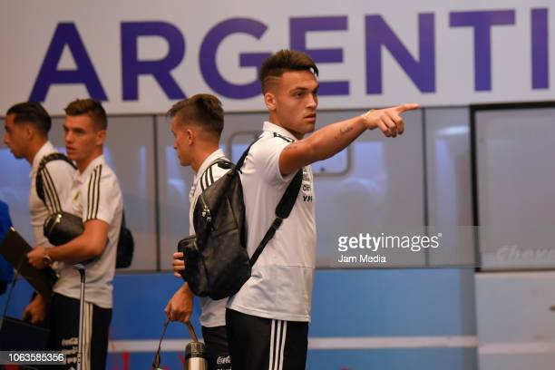 Lautaro Martinez of Argentina gestures as arriving to Diplomatic Hotel on November 19 2018 in Mendoza Argentina Argentina will face Mexico on...