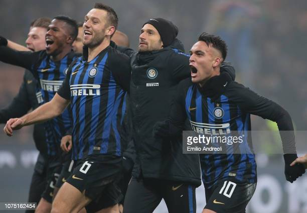 Lautaro Martinez of FC Internazionale celebrates the victory with his teammates at the end of the Serie A match between FC Internazionale and SSC...