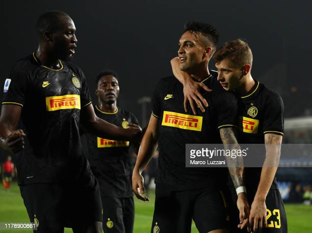 Lautaro Martinez of FC Internazionale celebrates with his teammates Nicolo Barella and Romelu Lukaku after scoring the opening goal during the Serie...