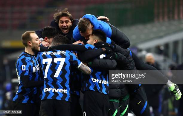 Lautaro Martinez of FC Internazionale celebrates with team mates and Antonio Conte, Head Coach of FC Internazionale after scoring their side's third...