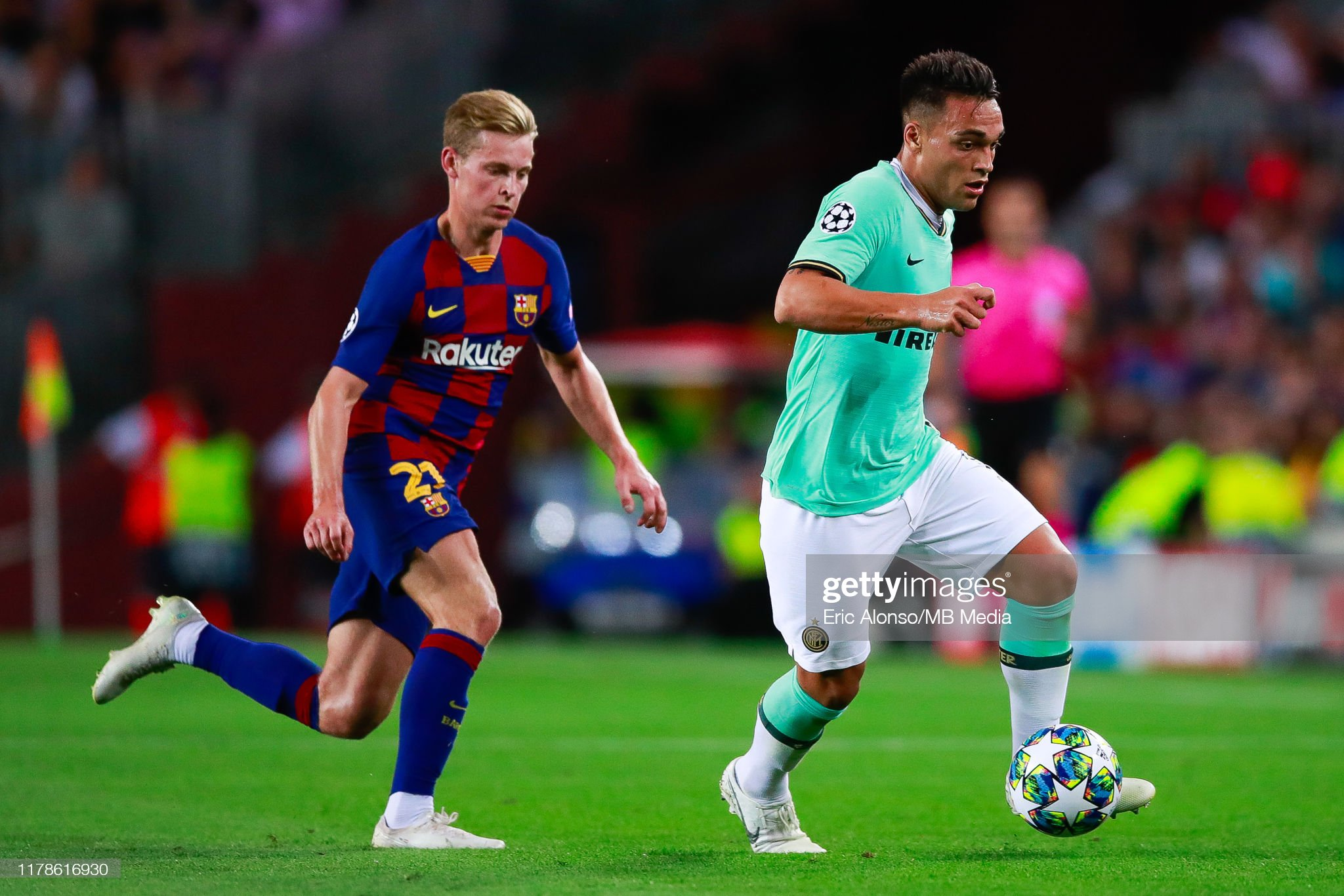صور مباراة : برشلونة - إنتر 2-1 ( 02-10-2019 )  Lautaro-martinez-of-fc-internazionale-fight-for-the-ball-against-de-picture-id1178616930?s=2048x2048