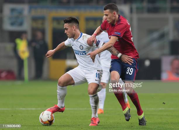 Lautaro Martinez of FC Internazionale is challenged by Dejan Ljubicic of SK Rapid Wien during the UEFA Europa League Round of 32 Second Leg match...