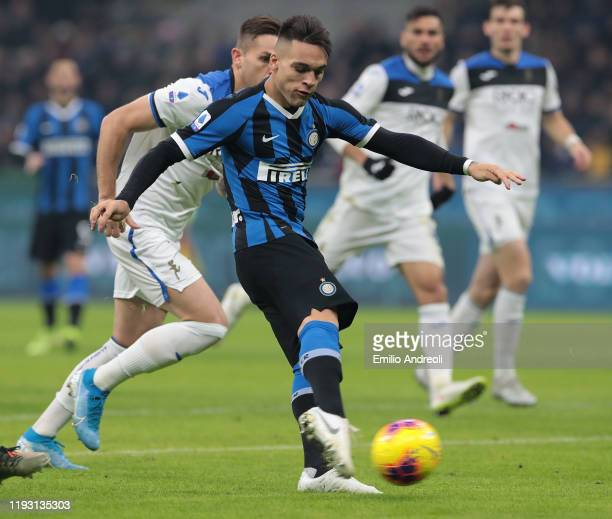 Lautaro Martinez of FC Internazionale scores the opening goal during the Serie A match between FC Internazionale and Atalanta BC at Stadio Giuseppe...