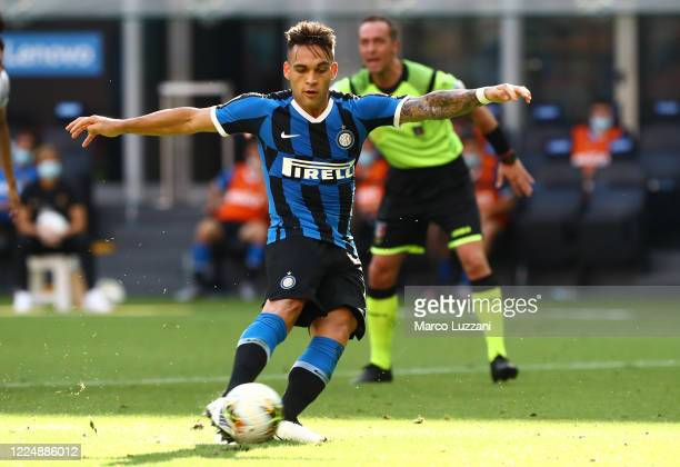 Lautaro Martinez of FC Internazionale shoots and misses a penalty during the Serie A match between FC Internazionale and Bologna FC at Stadio...