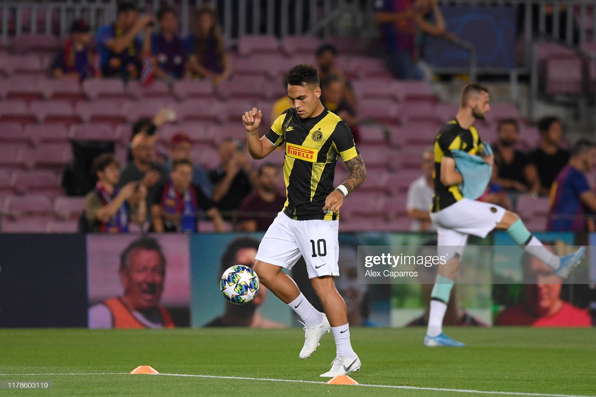 صور مباراة : برشلونة - إنتر 2-1 ( 02-10-2019 )  Lautaro-martinez-of-inter-milan-warms-up-prior-to-the-uefa-champions-picture-id1178603119?s=2048x2048