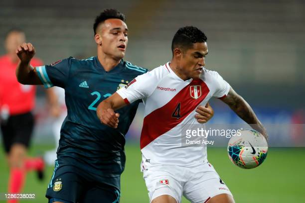 Lautaro Martínez of Argentina fights for the ball with Anderson Santamaría of Peru during a match between Peru and Argentina as part of South...